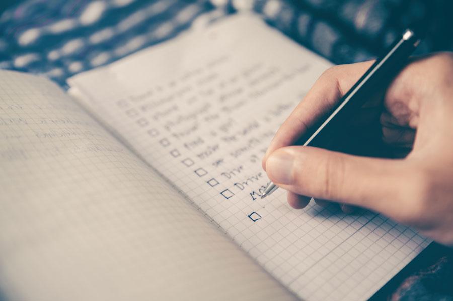 Für das Online-Projekt wird eine Checkliste erstellt