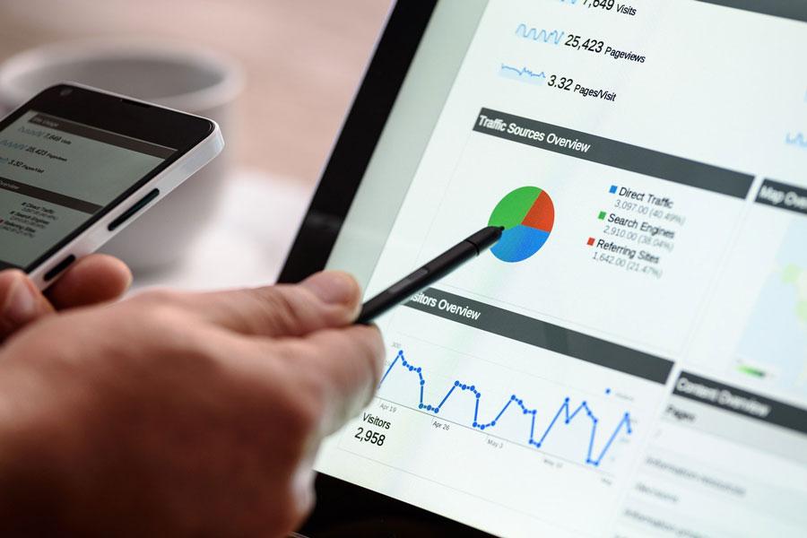 Am Bildschirm werden die Websitebesucher analysiert