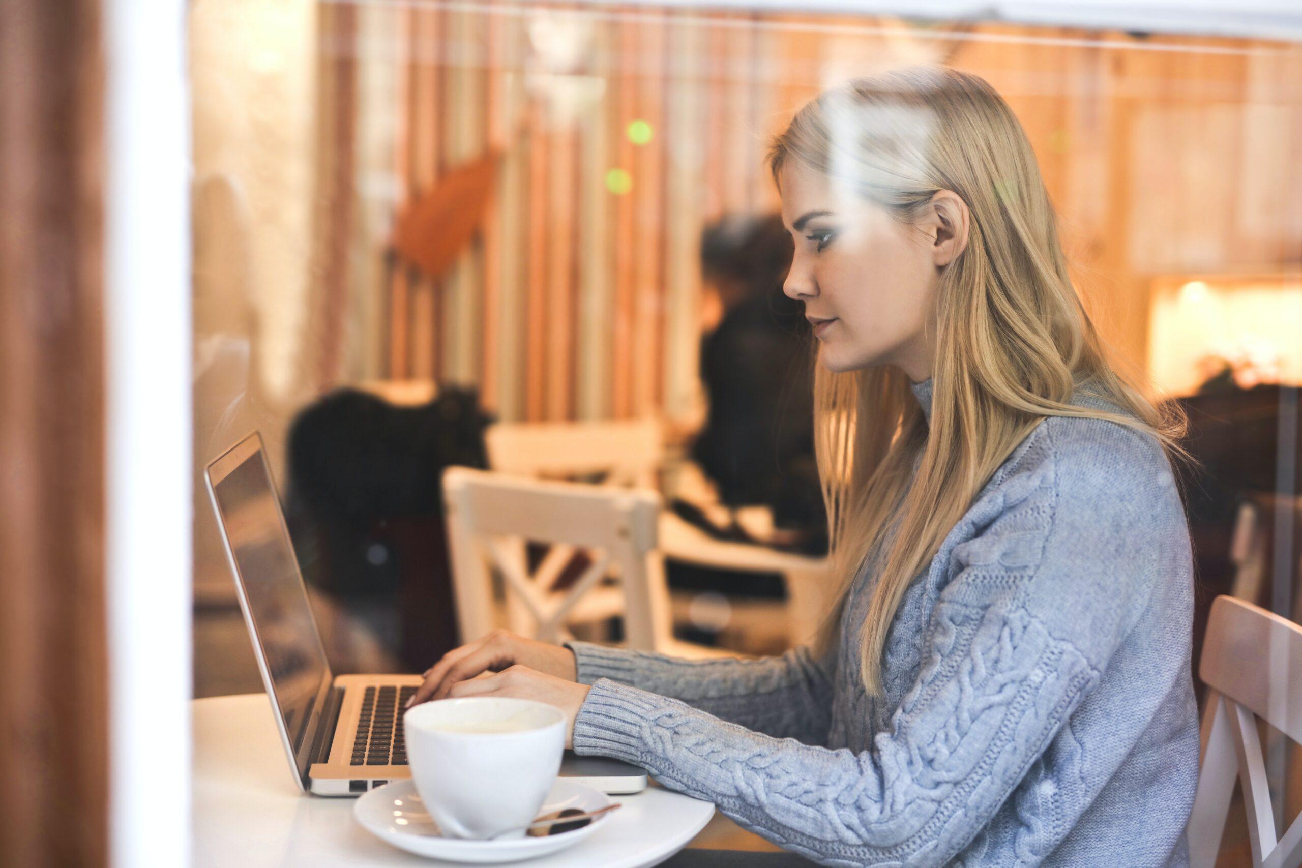 Bloggerin bei der Arbeit